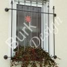 Fenstergitter filigran geschmiedet, einbruchhemend montiert