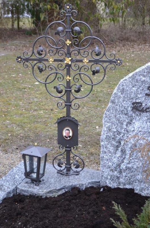 Geschmiedetes Grabkreuz in süddeutscher filigraner Form ,verzinkt,lackiert und vergoldet_Nr. 21_20