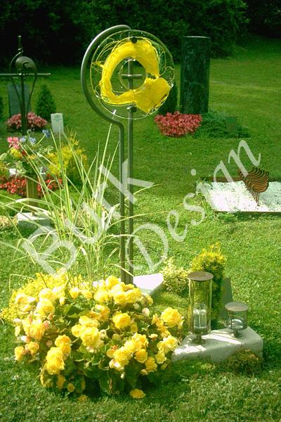 Grabzeichen - Kreuz mit Glasscheiben auf Anfrage, Grablampen Messung Nr.3 - 110, Wasser Messung Nr 4 - 411 - siehe grabstil.de