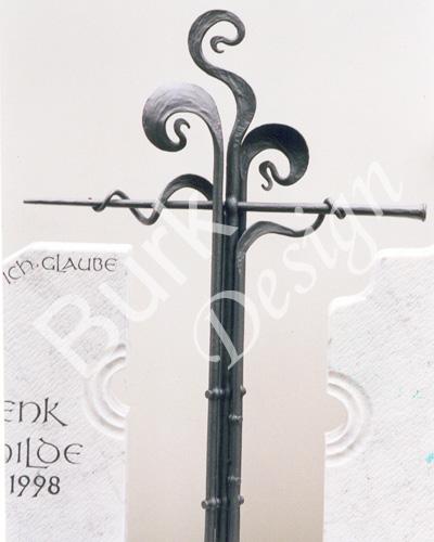 Grabkreuz aus Eisen geschmiedet
