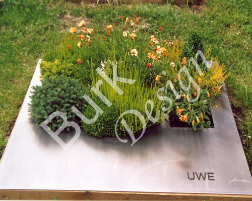 Urnengrab - Graplatte aus Edelstahl Auschnitte für Bepflanzungen, Umrandung Edelstahl