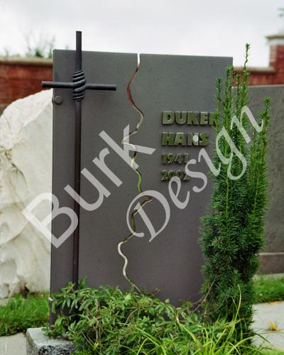 Grabkreuz als Grabzeichen aus Stahl, Symbol Lebensriss