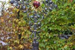 Grabkreuz-mit-Jesu-Herz-Dornen-und-Strahlend-Strahlen-