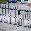 Metalltor in Kombination mit geschmiedeten Formen,verzinkt und lackiert