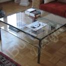 Tisch aus Eisen mit Glasplatten fuer den Wohnbereic