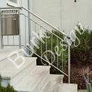 Treppengeländer im Aussenbereich mit Briefkasten aus Edelstahl