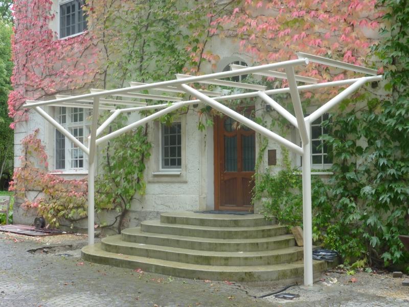 ein anspruchsvoller auftrag modernes vordach aus stahl und glas adelbert burk. Black Bedroom Furniture Sets. Home Design Ideas