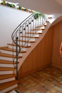 Florales-künstlerisch-gestaltetes-Treppengeländer